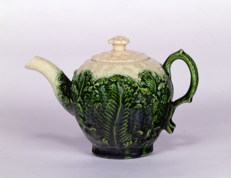Green and white teapot 91_025-12a-bT1